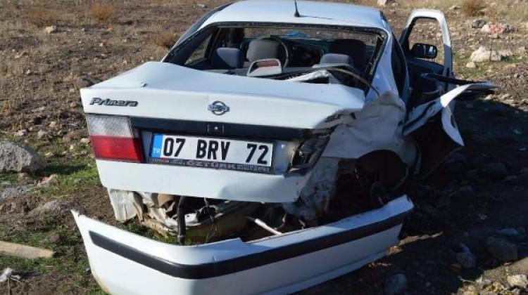 Hilvan'da iki otomobil çarpıştı: 4 yaralı
