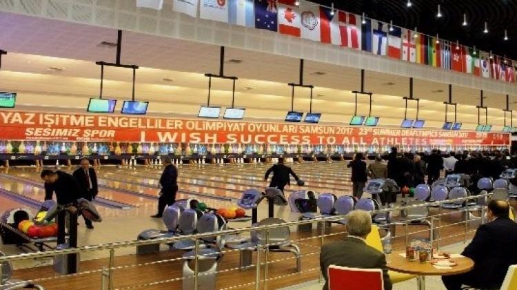 Türkiye'nin en büyük bowling salonu halka açıldı