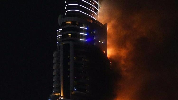 Çin'de gökdelende yangın çıktı