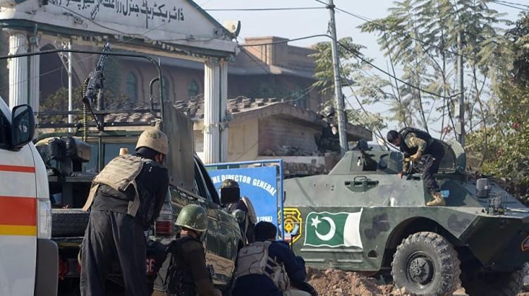 Pakistan'da üniversiteye silahlı saldırı