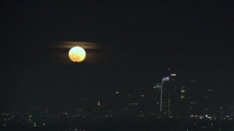 Los Angeles'da kaydedilen muhteşem süper ay