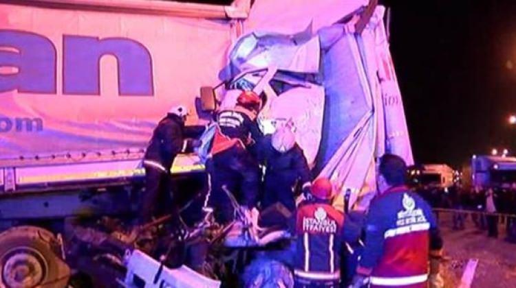 İstanbul'da feci kaza! Trafik kilitlendi