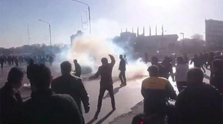 İran karıştı! Sokağa çıkma çağrıları yapılıyor
