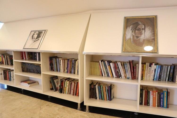 """Gençler için """"Kitap Kafe"""" açıldı"""
