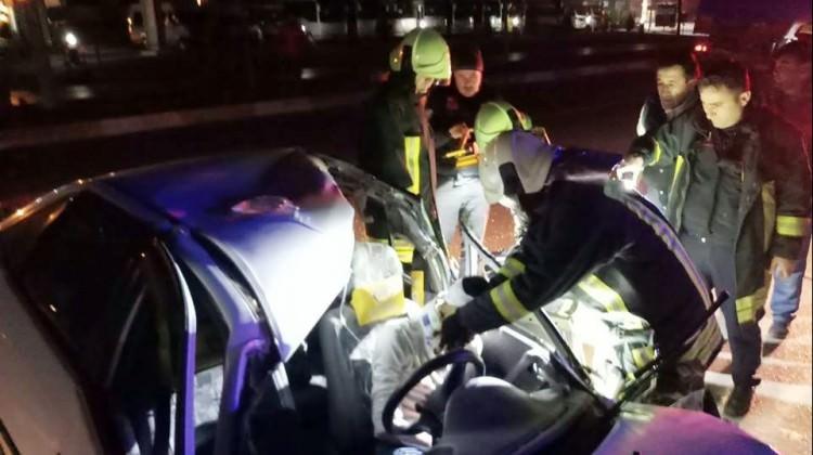 Otomobil kamyona çarptı: 1 ölü 1 yaralı