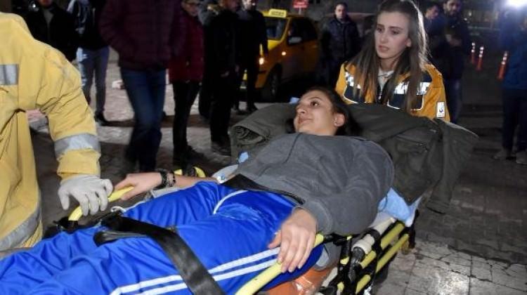 Okul servis minibüsü devrildi: 6 öğrenci yaralı