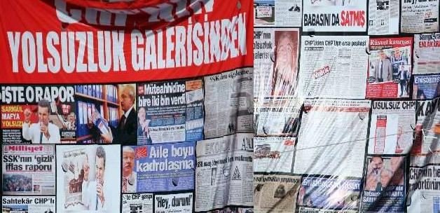 CHP'nin 'yolsuzlukları' galeri oldu