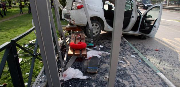 Otobüs durağına daldı: 2 ölü, 2 Yaralı!