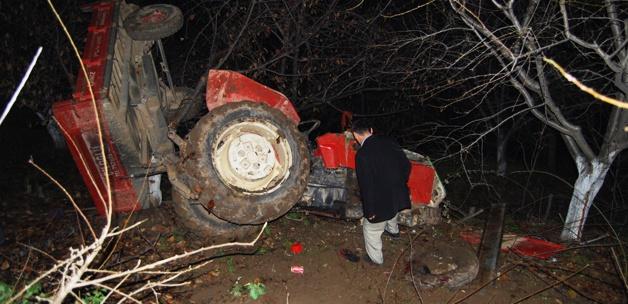 Traktörle ağaca çarpan kişi öldü