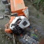 Sivas'ta kamyon devrildi: 2 ölü