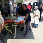 Akyazı'da tarım aracı şarampole devrildi: 3 yaralı