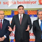 Adana'da öğrencilere narenciye dağıtıldı