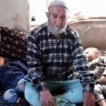 87'lik babanın ikizleri 2 yaşına bastı