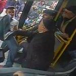 Otobüs şoförüne tekmeli saldırı kamerada
