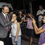 Adana Emniyet Müdürü Ak, pamuk şekeri yapıp dağıttı