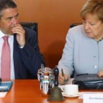 Fırsat bu fırsat deyip Merkel'i topa tuttu!