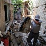 Burdur'da bir evden 10 kamyon çöp çıktı