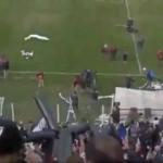 Maçı çeken drone'u konfetiyle düşürdüler!
