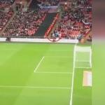 Tribünden atılan gol tribünleri çıldırttı!