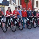 Vali Güvençer şampiyon jimnastikçilere bisiklet hediye etti