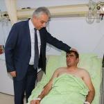 Hakkari Valisi Toprak yaralı askerleri ziyaret etti