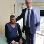 Terör saldırısında yaralanan askere cep telefonu hediyesi