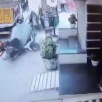 Motosikletli adam ineklerin gazabına uğradı