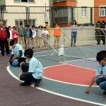 Öğrenciler ile öğretmenler görme engelliler ile maç yaptı