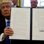Trump yasağı kaldırdı bir şart koştu!