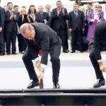 Erdoğan, BTK çekicini hatıra aldı