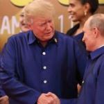 Putin ve Trump, Vietnam'da tokalaştı