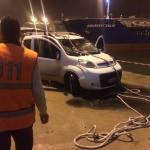 GÜNCELLEME 2 - Balıkesir'de otomobil denize düştü