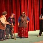 """""""Baba Ben Geldim"""" tiyatro oyunu Hakkari'de sahneledi"""