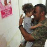 Görevden dönen askerin kızıyla buluşması ağlattı