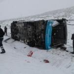Özel halk otobüsü yan yattı: 18 yaralı