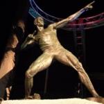 Usain Bolt'un heykeli dikiildi