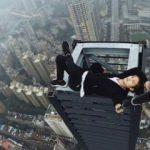 62 katlı binadan düşüp öldü!