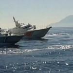 Yunan botları, Türk botları görünce...