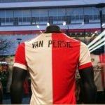 Van Persie'nin forması satışa çıktı!