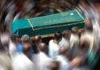 Düğün konvoyunda ölenler toprağa verildi