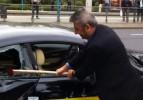BMW'ye kızdı, son model otomobilini parçaladı!