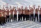 Eksi 10 derecede kar banyosu yaptılar!
