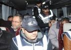 Gümrük çalışanları adliyeye çıkarılırken kameralara saldırdılar