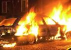 Alev alan otomobilde feci ölüm