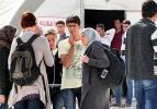 Suriyeli öğrencilerin mezuniyet sevinci