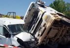Tır sürücüsü kontrolünü kaybetti: 3 yaralı